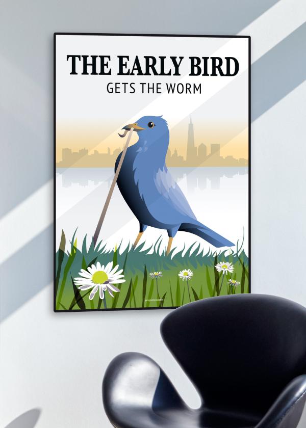 Early Bird Get the Worm med en blå fugl på grøn græsplæne på en blå væg